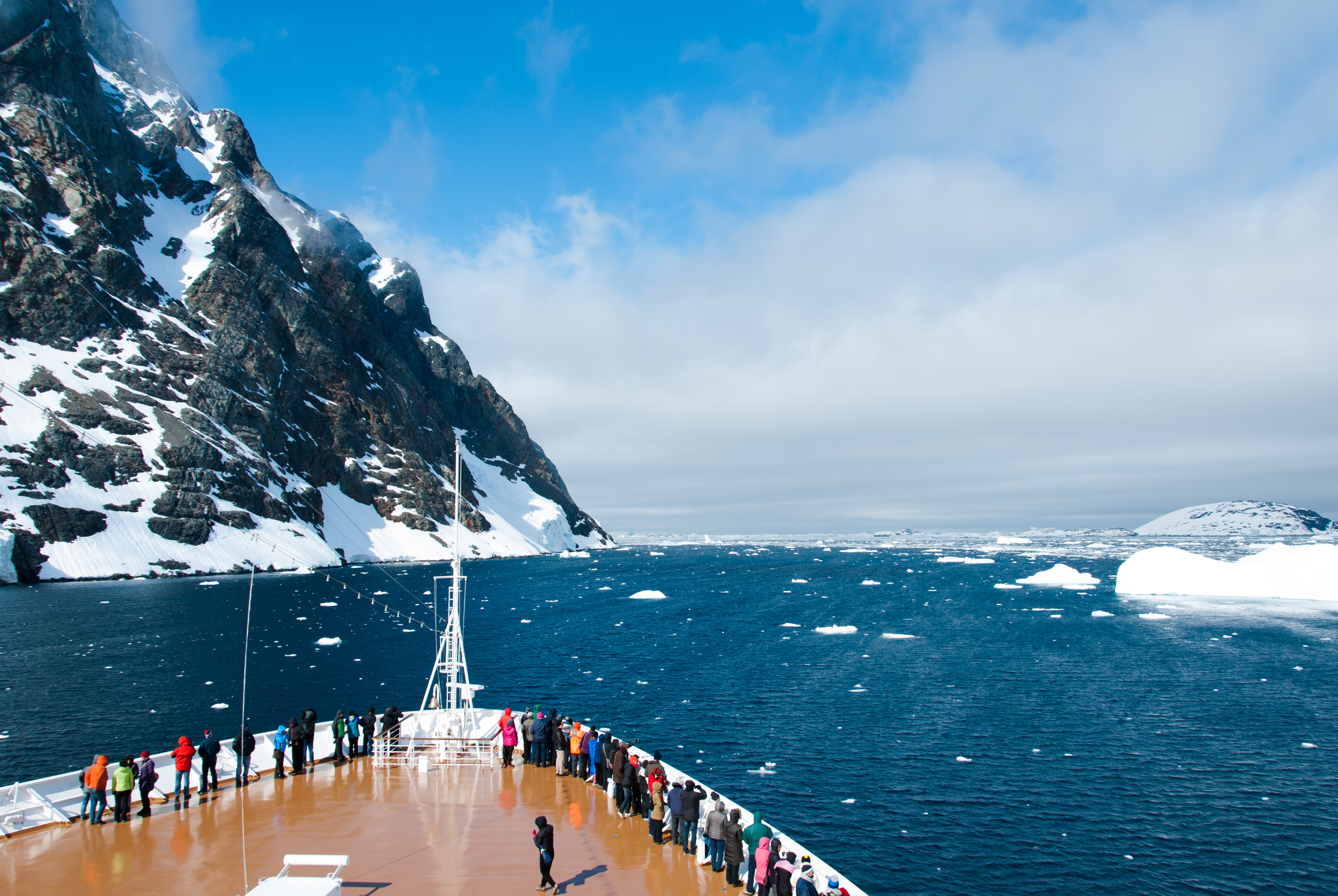 Hapag Lloyd Announces New Expedition Cruises to Arctic, North East Passage and Antarctica
