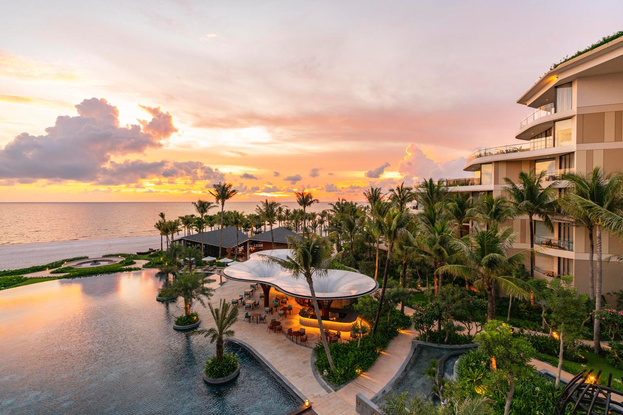 InterContinental Phu Quoc Long Beach Resort Ombra and Oasis pool view